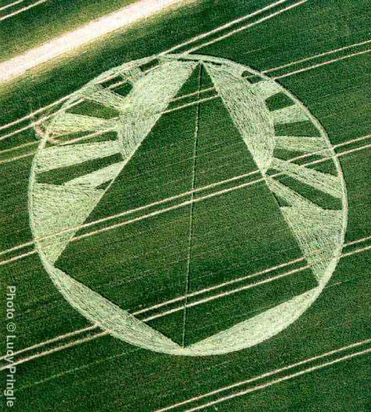 lucy_pringles_pyramid