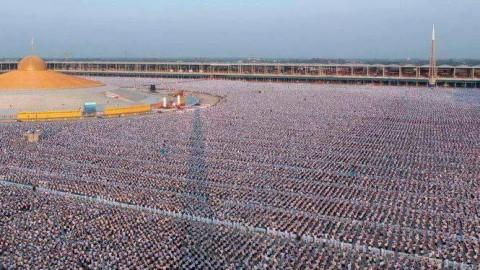 Thailande: 1 million d'enfants méditent pour la paix mondiale au temple Phra Shammakaya