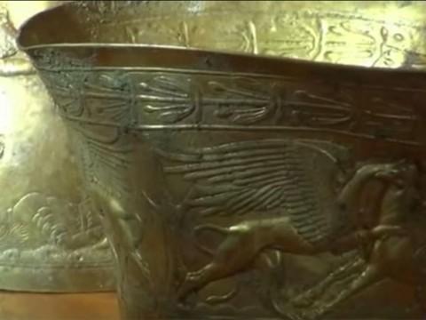 2 bongs en or de la culture Scythe découverts en Russie