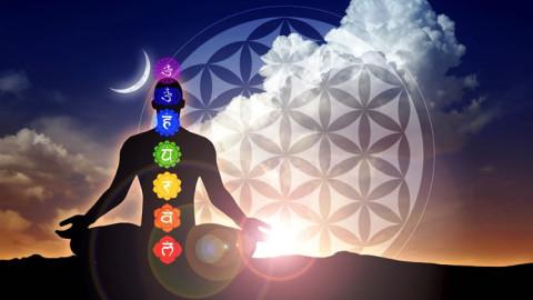 Voici 7 autosuggestions d'un guérisseur pour harmoniser et soigner vos chakras
