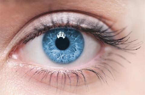 Selon une étude, les personnes aux yeux bleus ont plus de risques d'être alcooliques