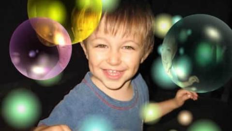 Soin de reconnexion de l'enfant autiste