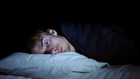 La moitié du cerveau reste en éveil quand on ne dort pas chez soi