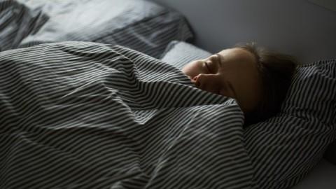 Une nouvelle recherche indique que les gens qui dorment tard sont plus intelligents et plus créatifs.
