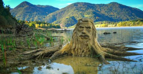 Cet artiste donne vie aux Esprits de la Nature dans les parcs en Slovénie