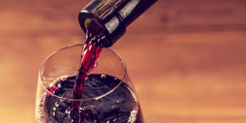 Une nouvelle recherche indique que boire du vin avant d'aller au lit vous fait perdre du poids