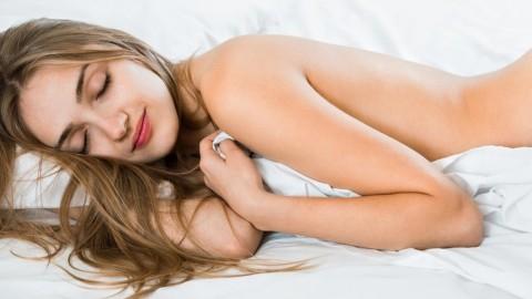 5 raisons pour lesquelles vous devriez dormir nu tous les soirs