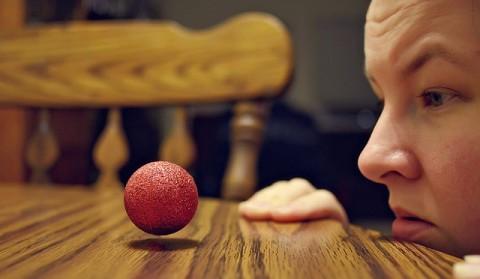 L'esprit face à la matière: Comment l'attention mentale peut directement influencer sur le monde physique