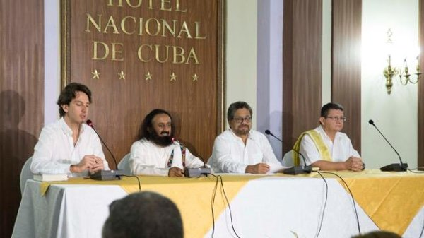 FARC-press-conference-with-Sri-Sri-Jun-2015.jpeg