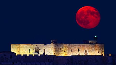 La plus grande Super Lune en 70 ans est sur le point de se lever et de battre tous les records.