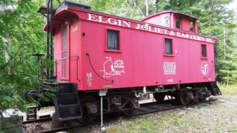 Ce wagon de queue de 104 ans a été transformé en tiny house de vacances