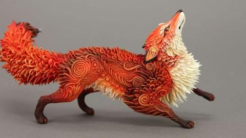 Un artiste Russe sculpte des animaux extraordinaires à partir d'argile.