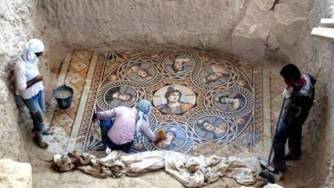 Des archéologues déterrent d'anciennes mosaïques grecques en parfait état