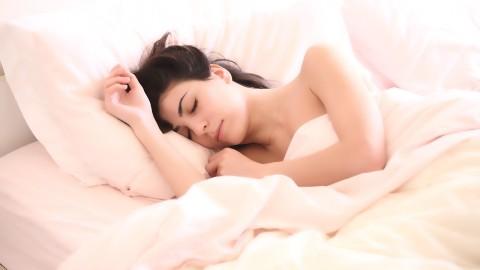 La science explique pourquoi il est préférable de dormir sans pyjama