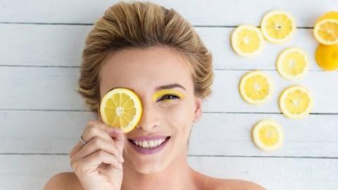 10 façons naturelles d'atténuer les taches brunes sur la peau