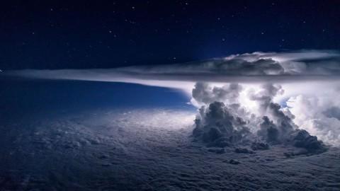 Un aéronaute prend des photos étonnantes de son habitacle, à toi-même amputer le guindé