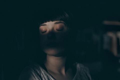 Il est prouvé que lorsque le cerveau manque de sommeil, il commence littéralement à «se manger»