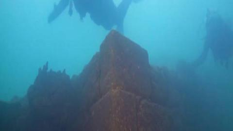 Découverte d'un vieux château de 3 000 ans, préservé au fond d'un lac