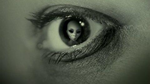 Les OVNIS de l'esprit : Les révélations d'un abducté sous hypnose