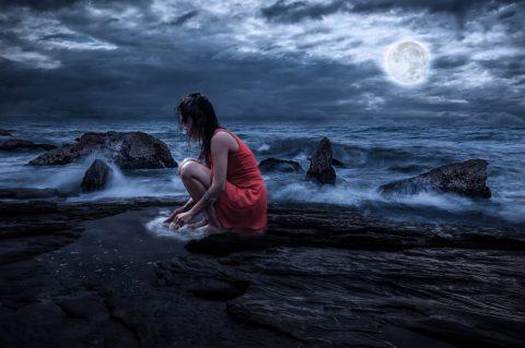 Les 4 phases des menstruations peuvent être comparées aux différentes phases de la Lune