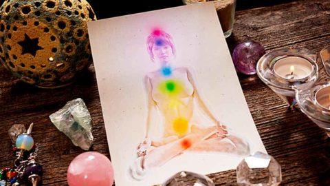 Comment méditer avec un cristal ? Découvrez 4 pierres de méditation