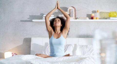 Yoga du soir: 6 postures simples et rapides pour favoriser le sommeil